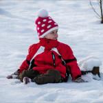 Малыш в снегу