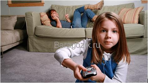 Вопросы безопасности ребенка дома и видеокамера