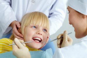 как лечат зубы у детей