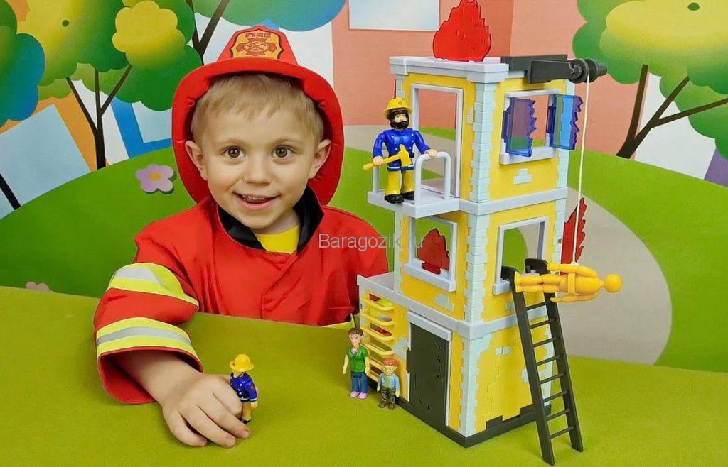 Мальчик пожарный