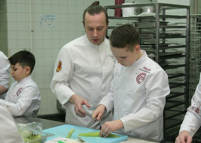 Алексей готовит