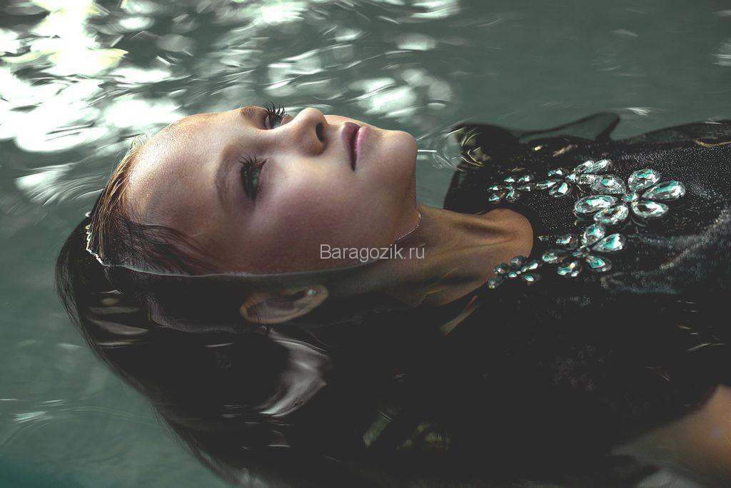 Ева в воде