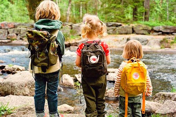 Дети идут в поход