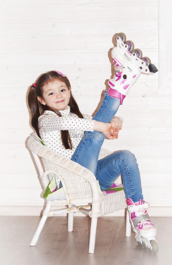 девочка в роликовых коньках