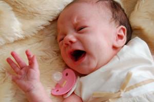 Младенец плачет