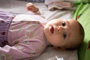 ребенок срыгивает после кормления