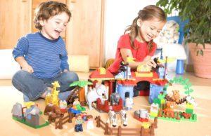 Дети конструируют