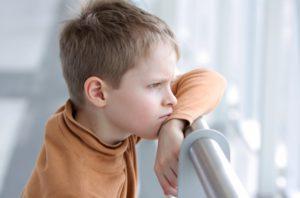 Мальчик размышляет