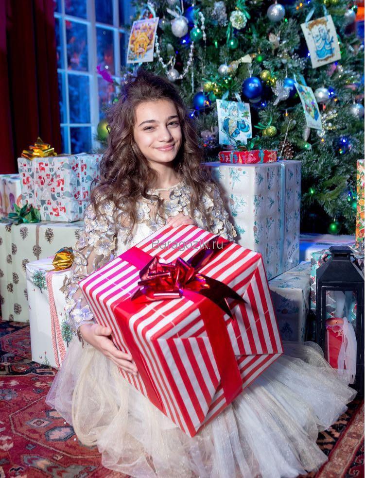 Валерия с подарками