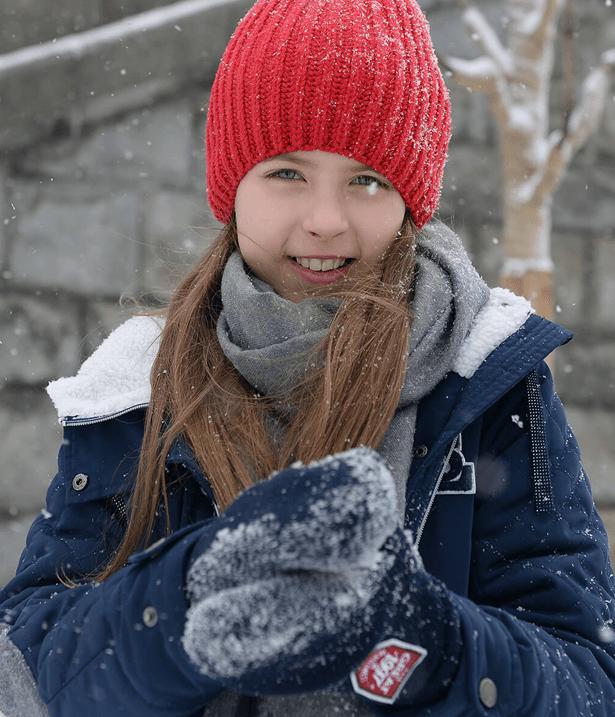 Красная шапка и синяя куртка