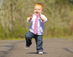 Как идти с ребенком двух лет по делам - игры в пути