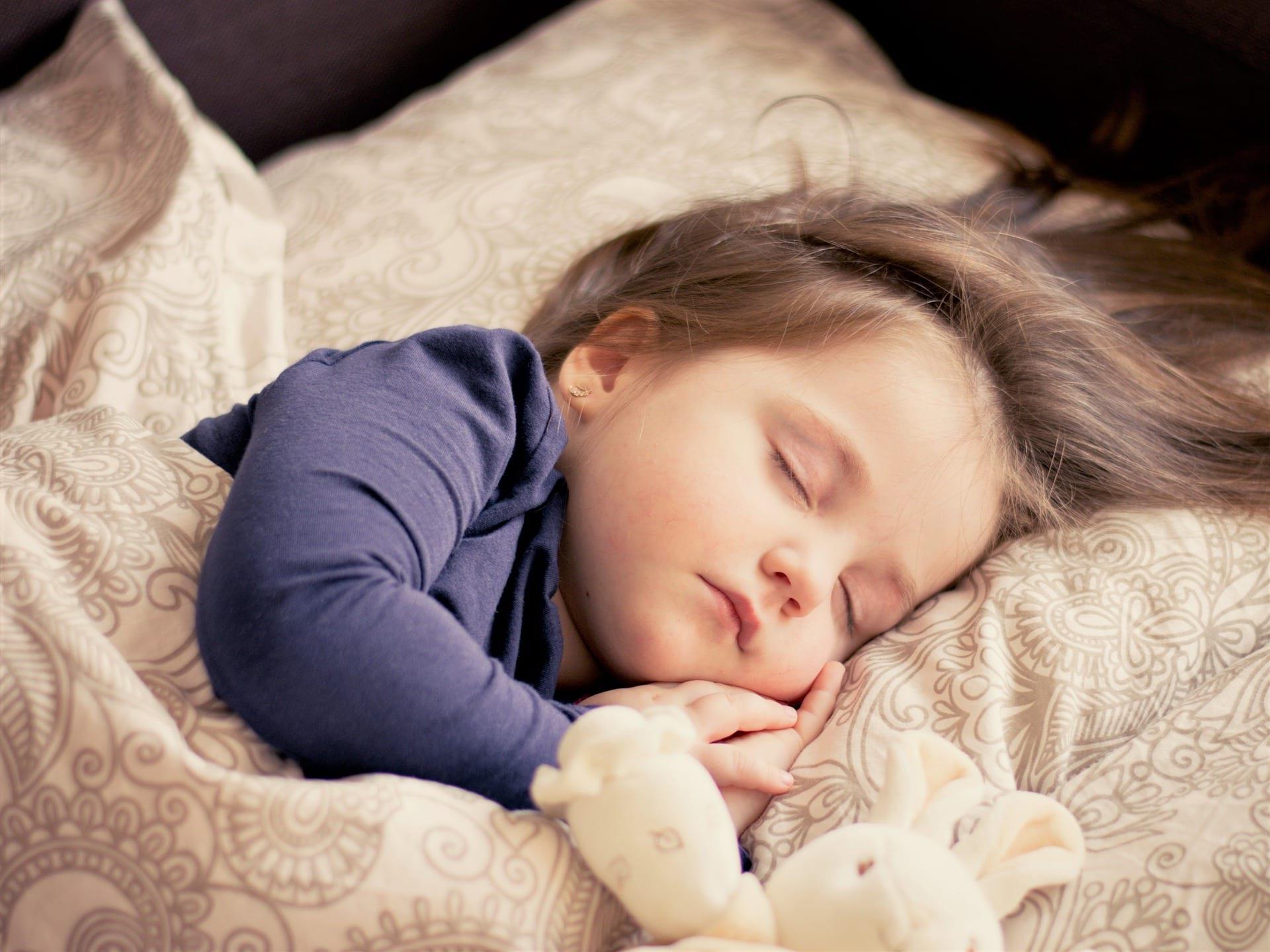 Почему ребенок не хочет ложиться спать - причины и решения проблем