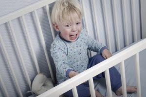 Истерика ребенка перед сном - что делать, как сломать сценарий