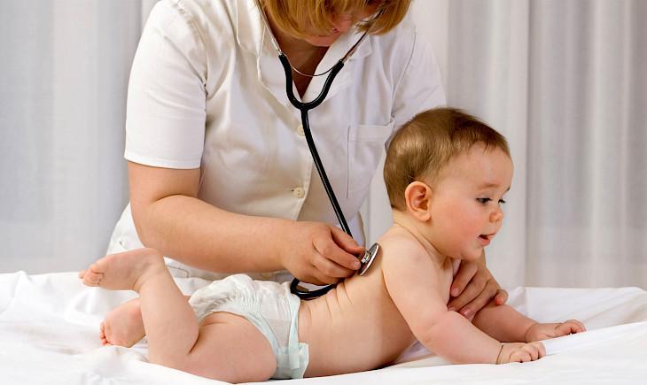 Лечение кашля у грудничка самостоятельно - можно ли лечить дома